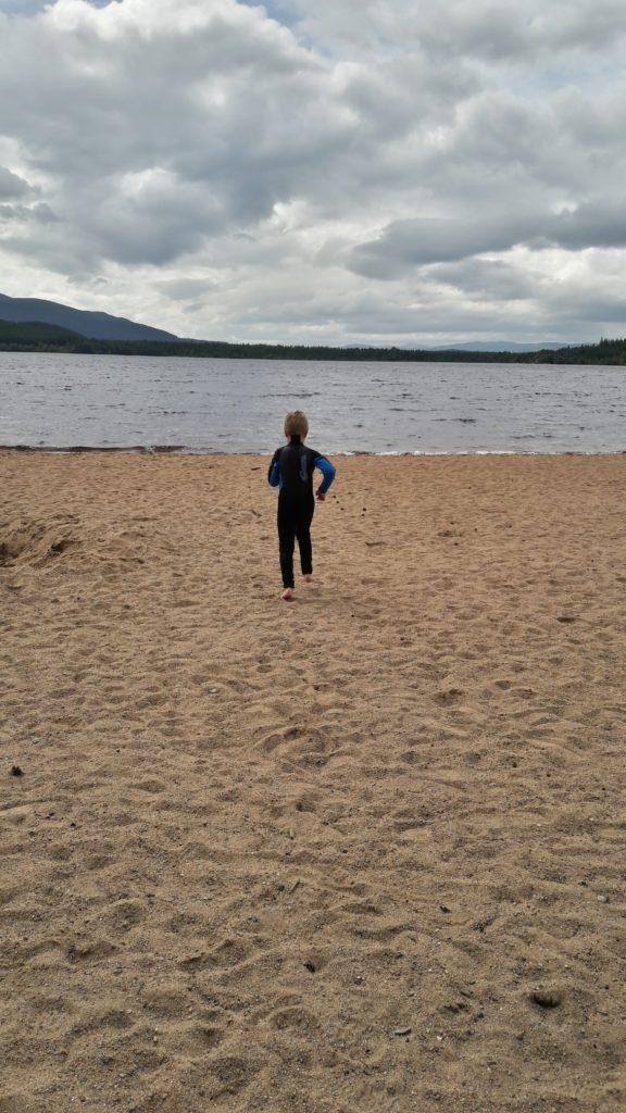 Quentin rennt in den See