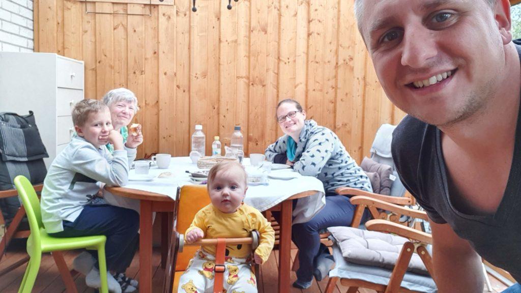 Schwiegermutter auf Weltreise in Schweden - Zimtschnecken essen mit Ann-Marie