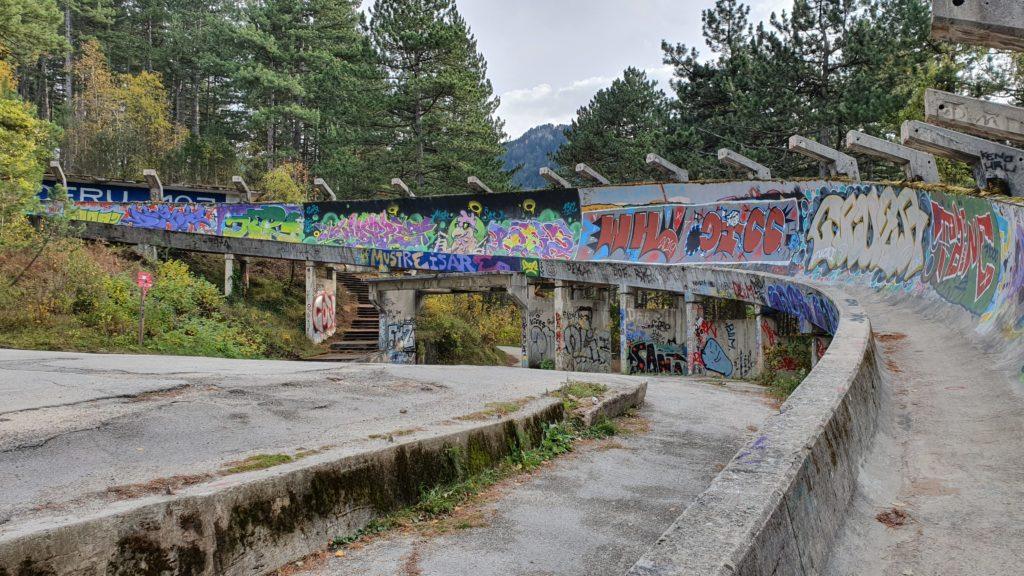 Balkan Roadtrip mit Baby - Verfallene Bobbahn